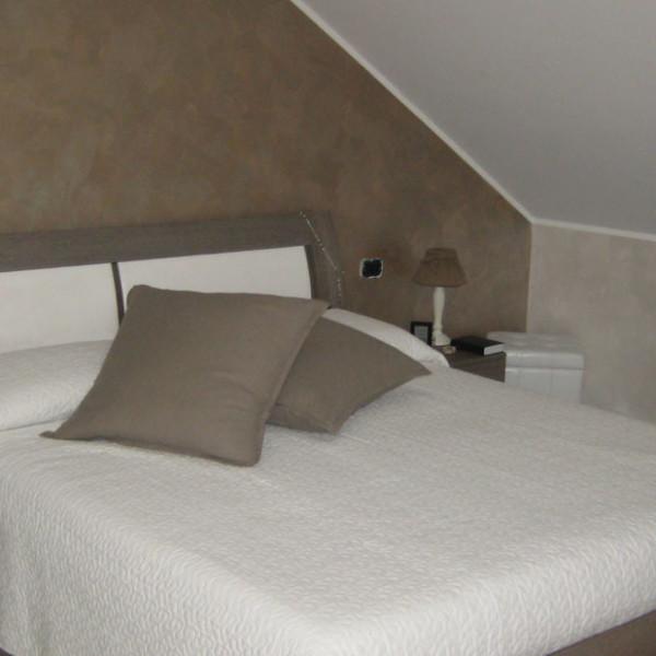 Progetto di interni per una residenza privata. Vista della camera da letto.