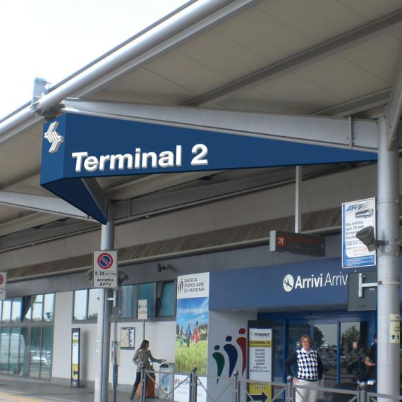 Verona Villafranca aeroporto Simulazione fotografica del portale della facciata principale dell-aereoporto di Venona con inserimento della stuttura di sostegno per