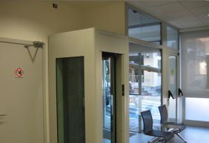 realizzazione dell'intervento di restyling della filiale di forno canavese intesa sanpaolo immagine ingresso