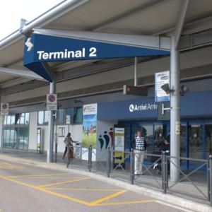 Progetto delle insegne e delle strutture di sostegno per l'identificazione del terminal di Verona Villafranca