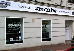 Progetto architettonico interno del punto vendita smooke e dell'immagine pubblicitaria esterna. Insegne e immagine vetrine.
