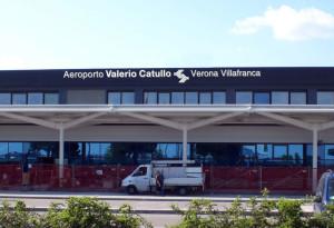 Progetto di visual identity dell'aereporto Valerio Catullo di Verona Villafranca insegna esterna