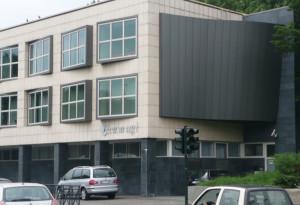 Realizzazione dell'intervento di identificazione con insegna della sede di Casa Ugi a Torino