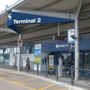 ingresso del terminal 2 dell'aereporto Verona Villafranca